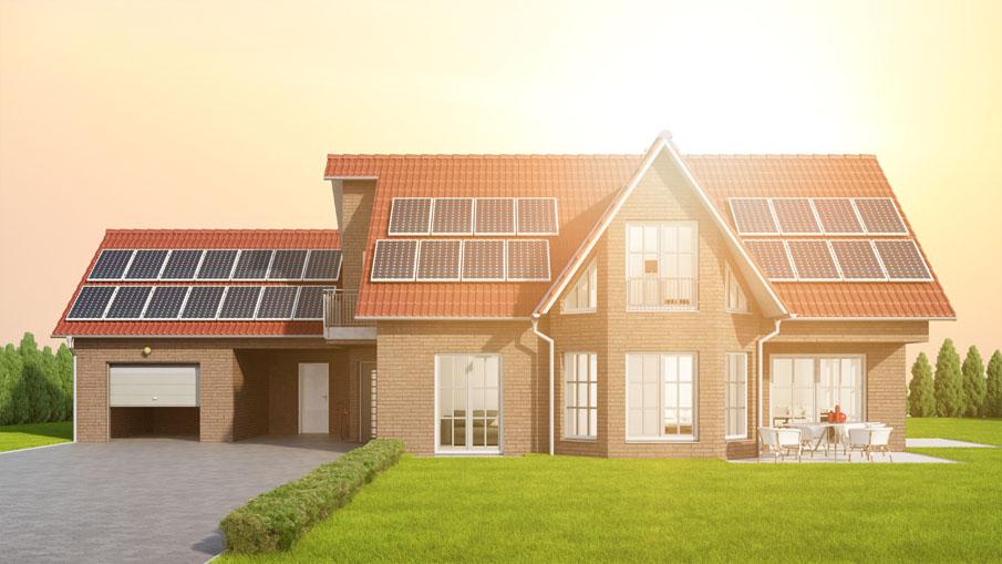 à kostrom durch Solaranlage auf Dach vom Haus
