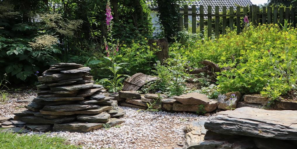 Steine im Naturgarten